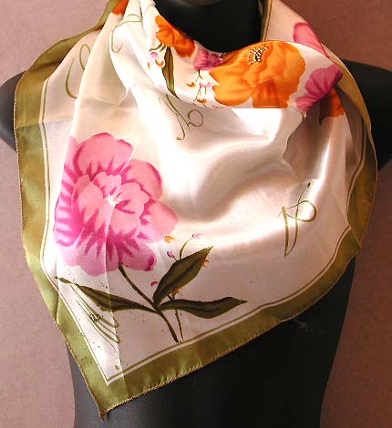 Shop lady scarf & neck chief online wholesale supply  polyester neck chief with summer scene yellow and purple color flower greenish edge pattern design