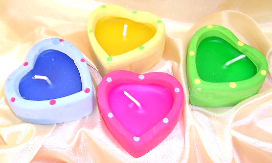 Fashion scented candle in heart theme design supplier distribute assorted color heart-shaped candle with dotted pattern in set