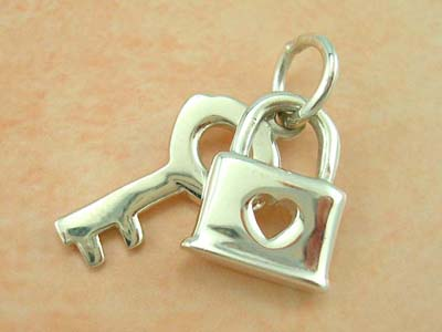 Charm & pendant fashion costume jewelry wholesaler in sterling silver lock and key design