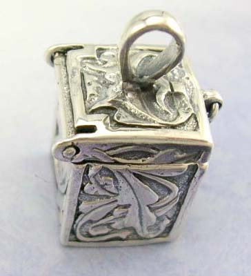 Mordern gift idea silver jewelry pendant online - sterling silver pendant in openable box design