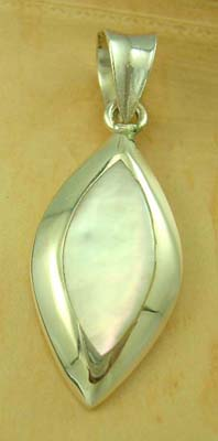 Pearl top directory pendant jewelry wholesale stering silver pendant with white mother of pearl in olive shape design