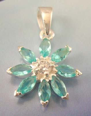 Fashion Cz jewelry gift pendant for her in sterling silver flower pendant with green cubic zirconia