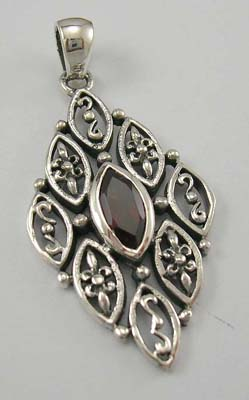Custume gemstone jewelry pendant designer supplier in sterling silver pendant with garnet in middle olive shape design