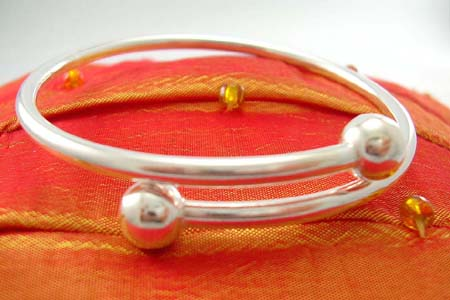 Custom sterling silver bangle jewelry wholesale in plain style with balls at both ends