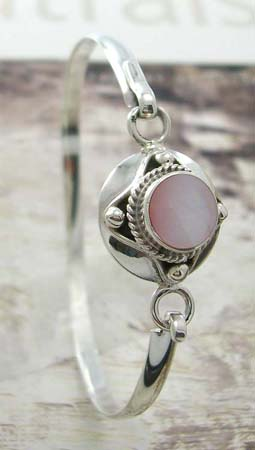Fashion teens bangle jewelry supplier wholesale sterling silver bangle with pink mother of pearl in middle