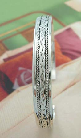 Designer fashion trends jewelry importer supply sterling silver bangle in two rope-like and carved-in arrow design decor